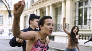 FEMEN-Amina-Paris